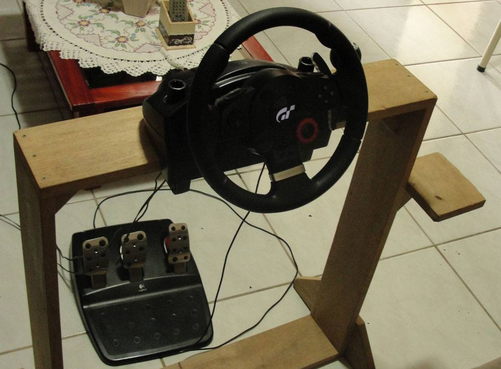 Logitech G25 pedals connected in Logitech Driving Force GT