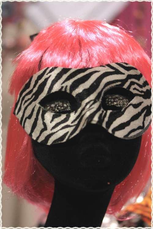 Maschere rigide colori a scelta ideali per feste e travestimenti