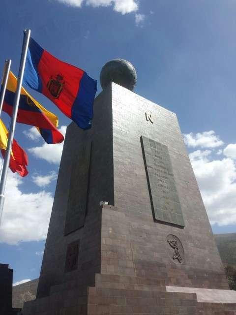 mitad del mundo monument