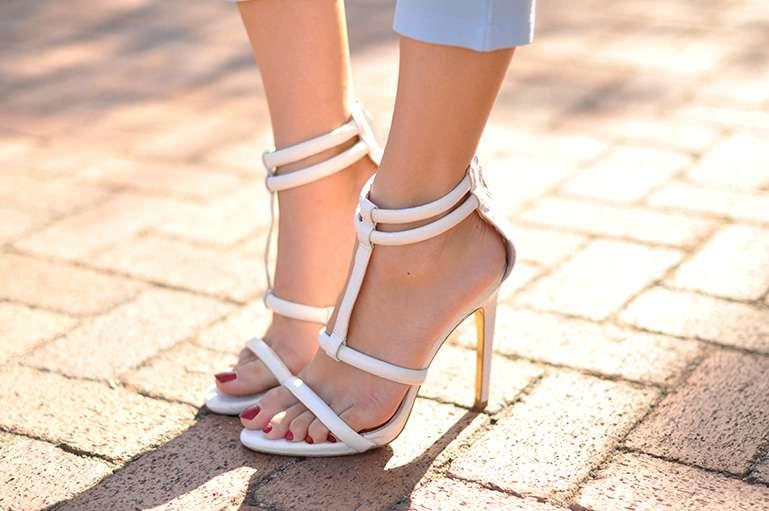 white high waist denim_blue blazer_edgy outfit_kim kardashian outfit
