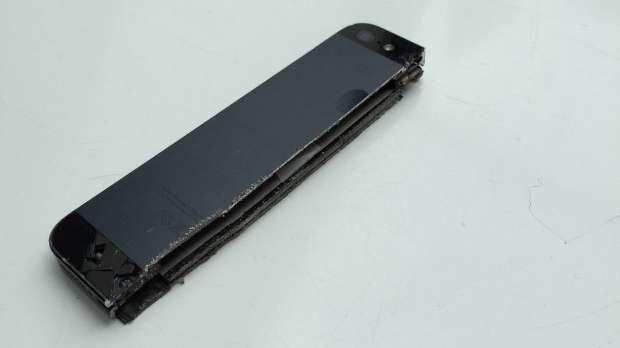 iPhone 5 découpé à moitié