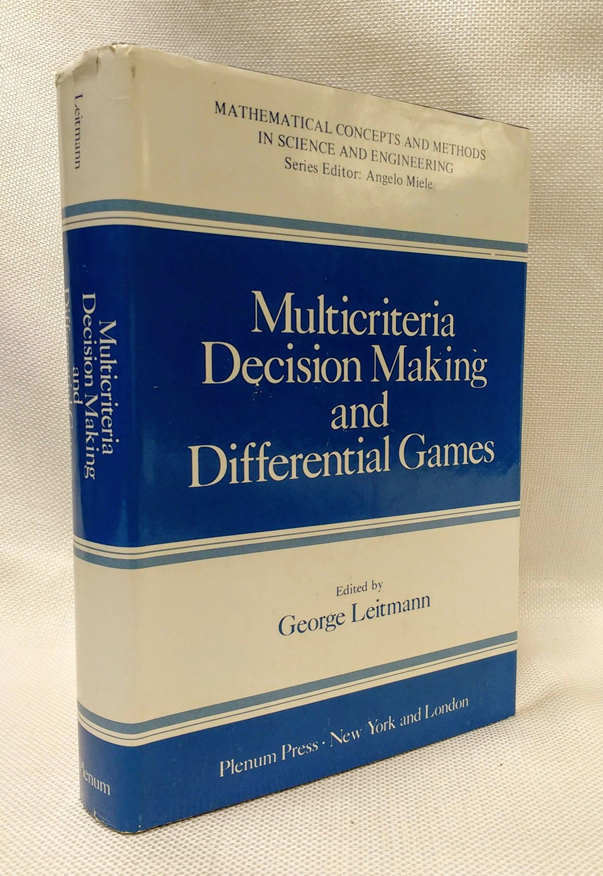 Multicriteria Decision Making and Differential Games (Mathematical Concepts and Methods in Science and Engineering), Leitmann, George [Editor]