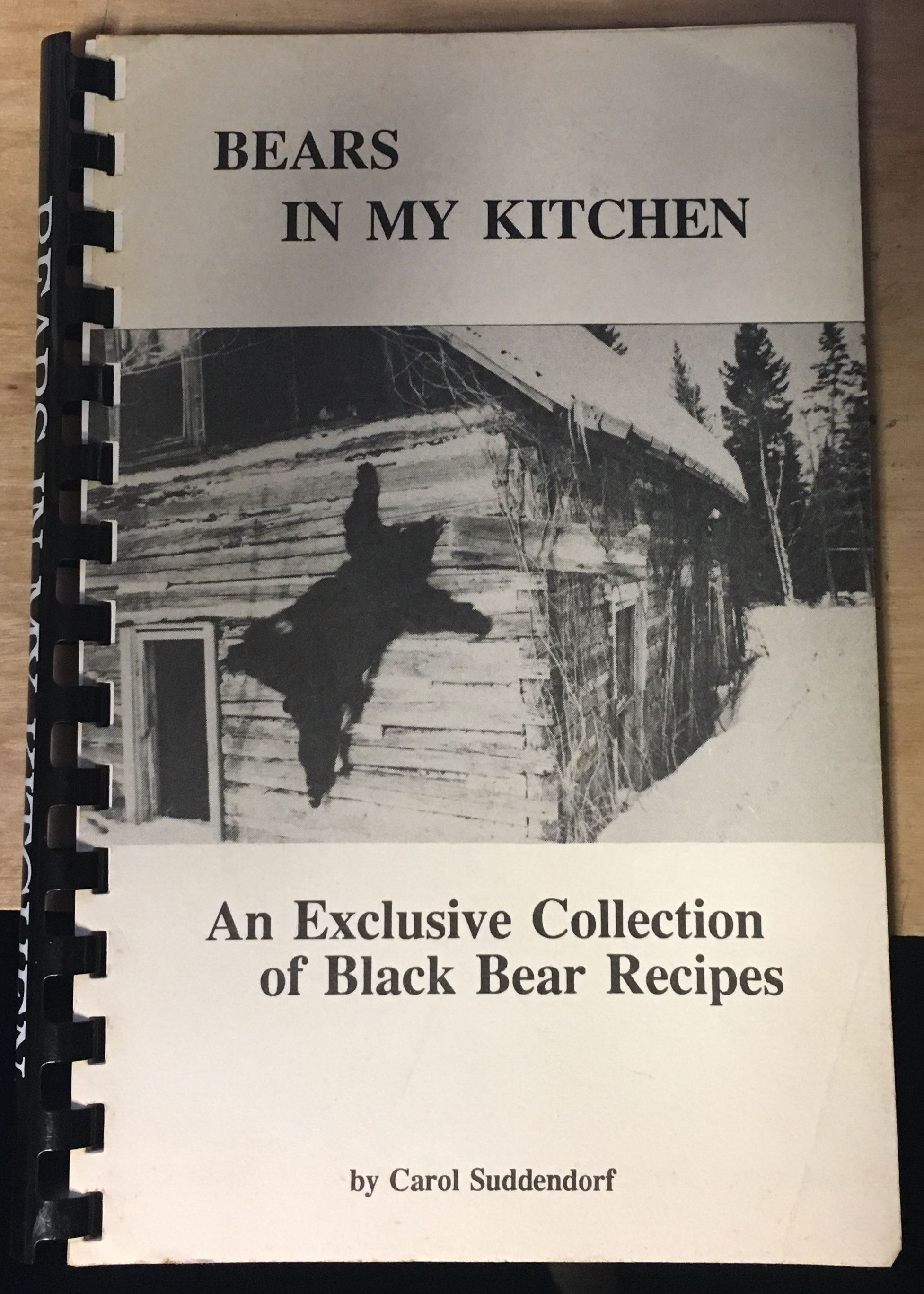 Bears in my kitchen: An exclusive collection of black bear recipes, Suddendorf, Carol