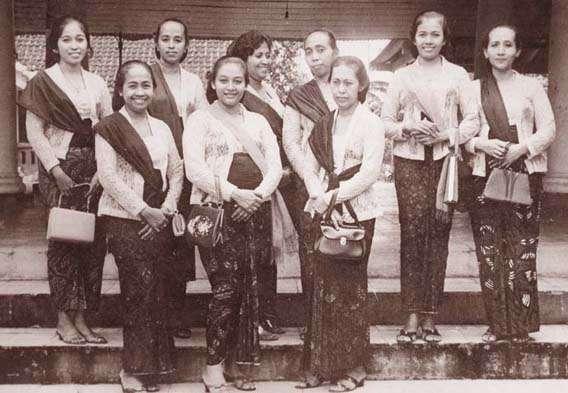 12-pakaian-tradisional-wanita-di-beberapa-negara-ini-unik-dan-menarik
