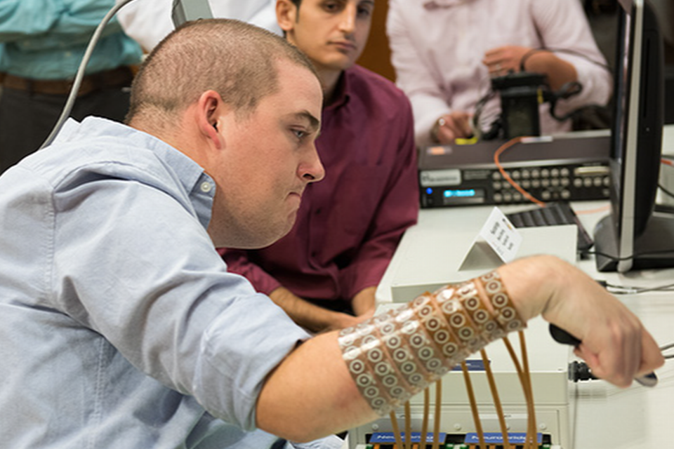 Brain Prosthetic Allows Paralyzed Man to Move His Hand Again NoMn70