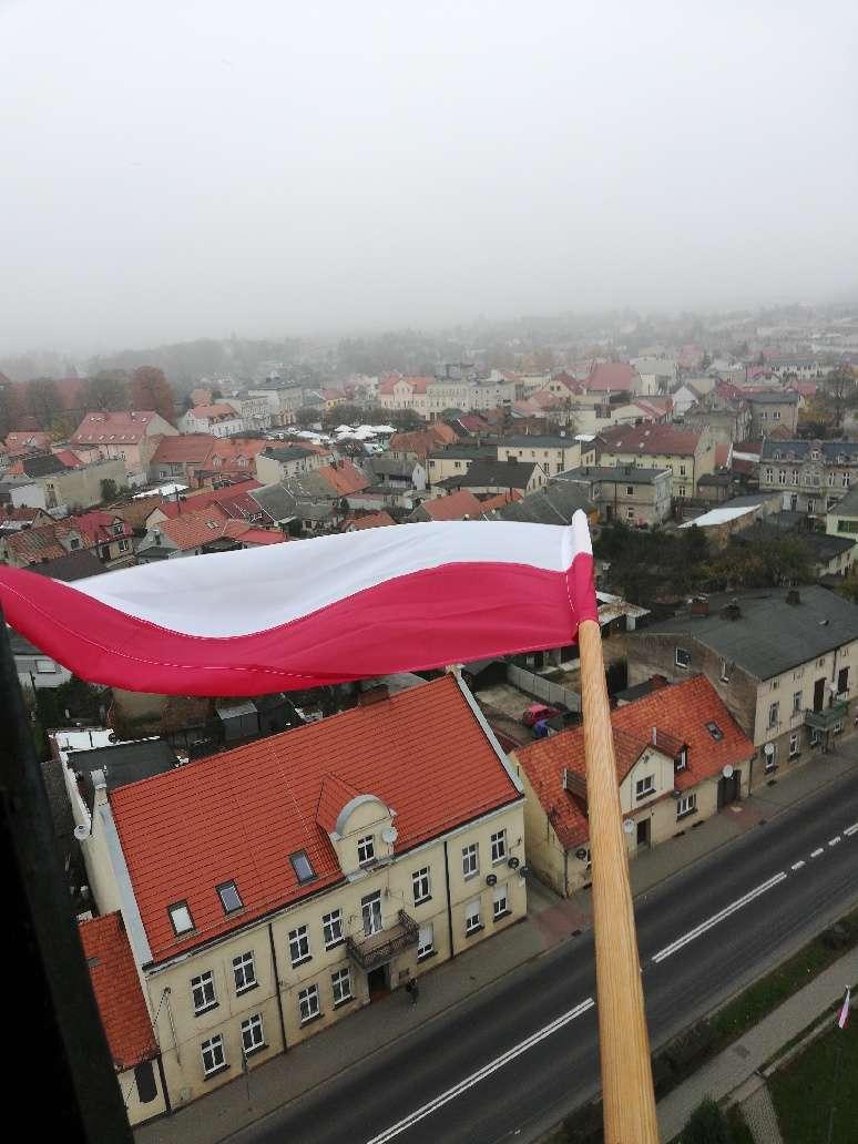 Pniewy udekorowane flagami