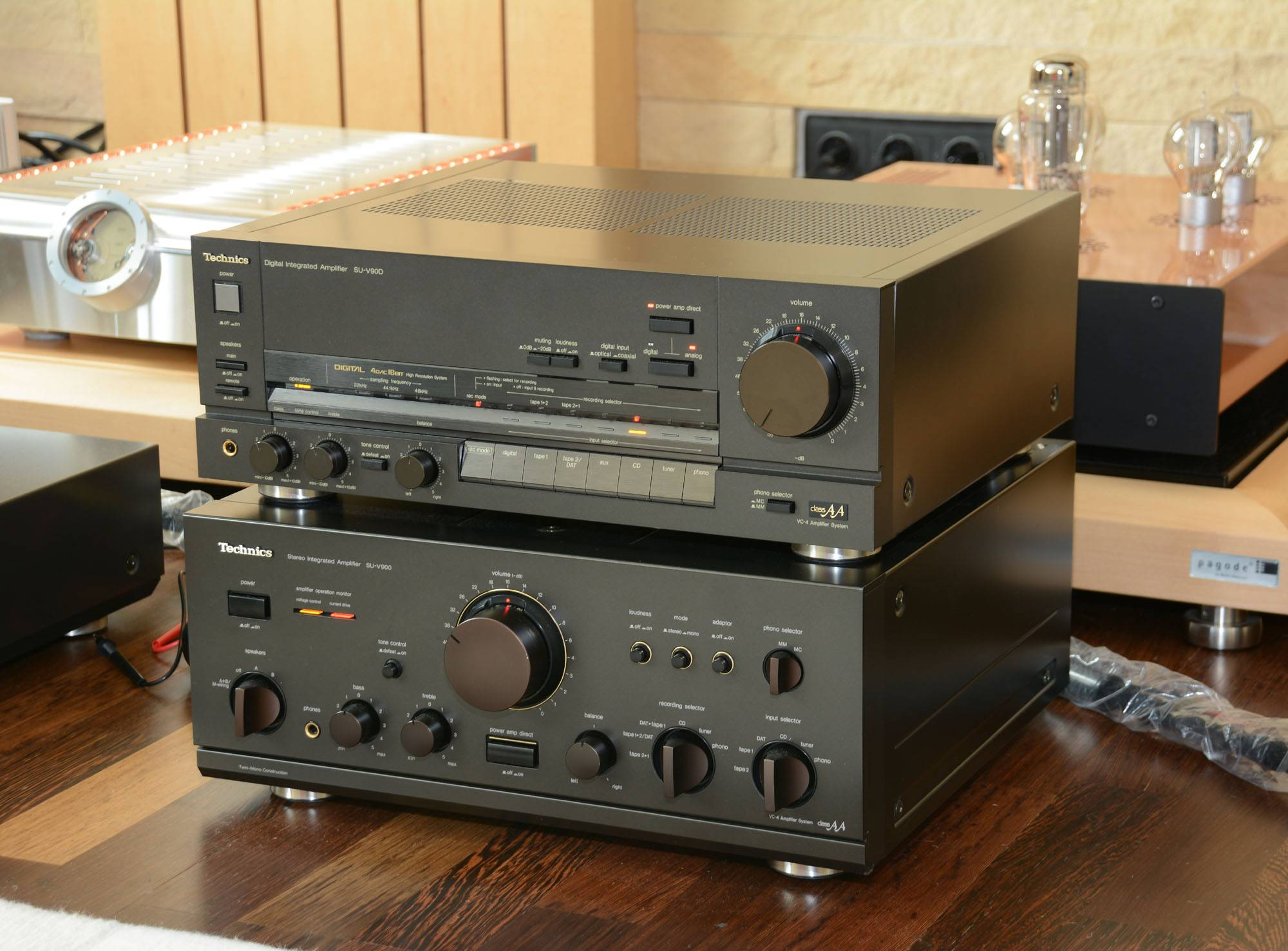 Two vintage Technics amps measured: SU-V900 and SU-V90D