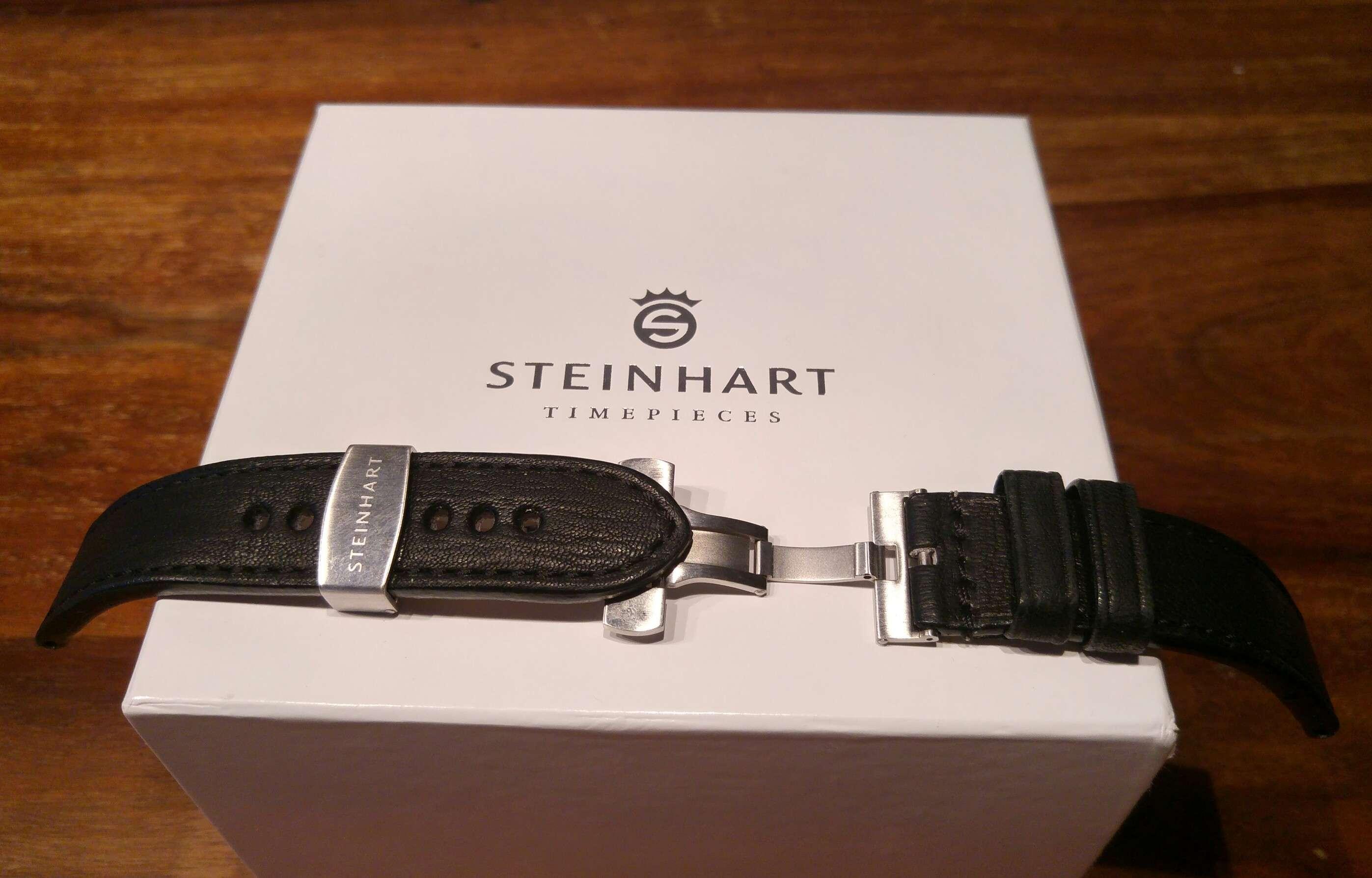Steinhart Ocean 1 black keraamisella bezelillä ja extrana vähän käytetyllä  Steinhartin mustalla nahkarannekkeella b549b00c6a