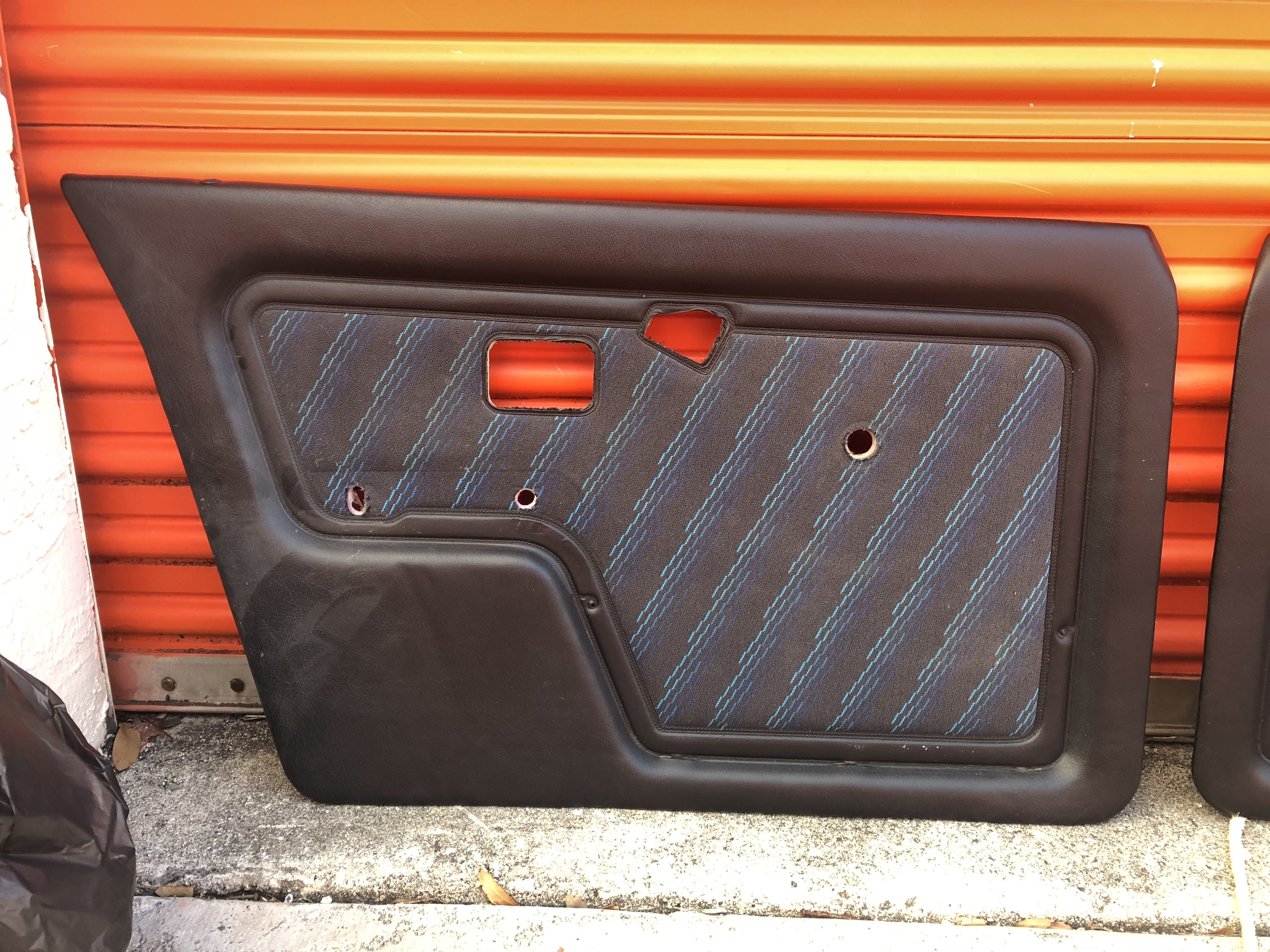 & FS - E30 Sedan Mtech Blau pattern door cards