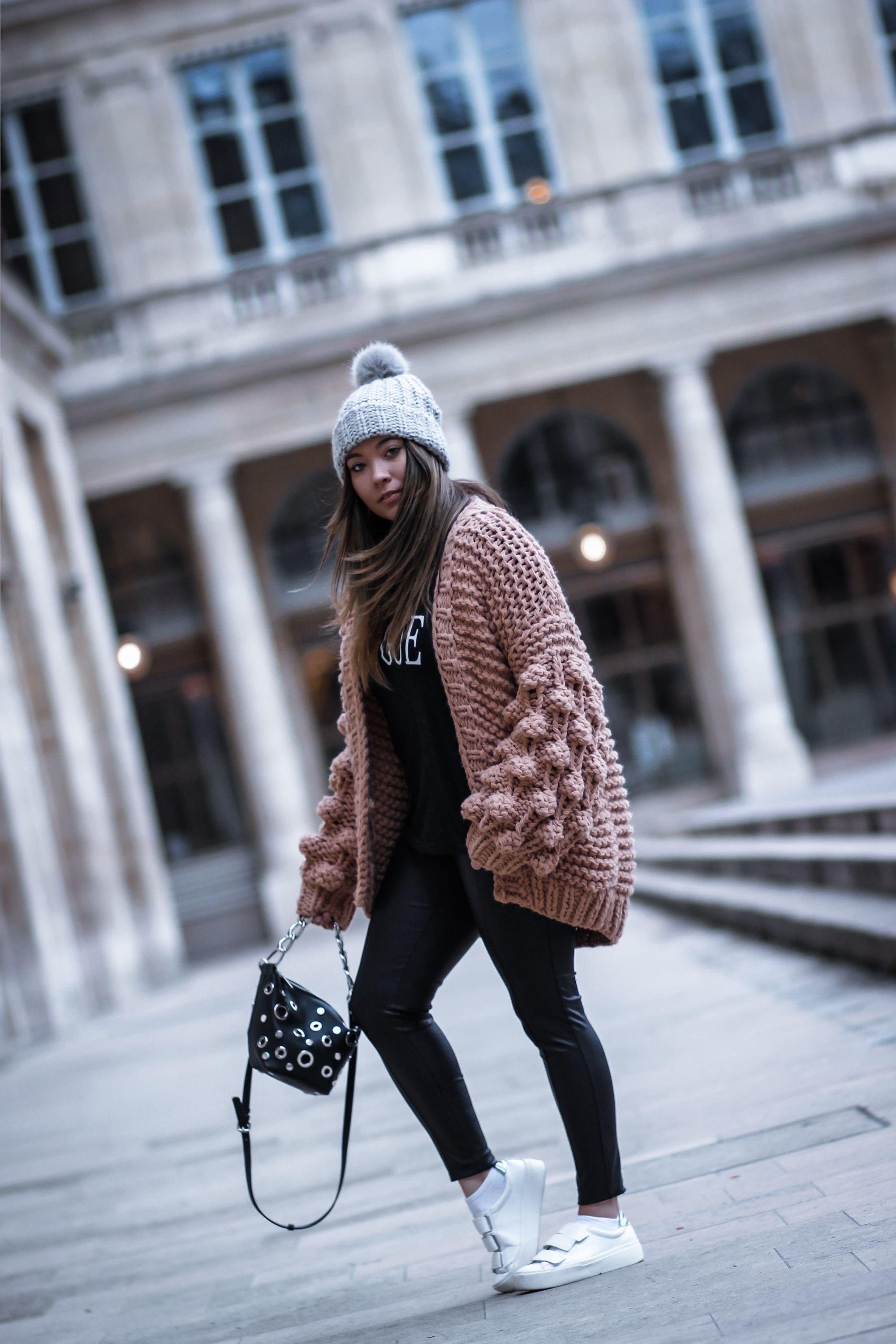 blogueuse mode, the green ananas, blog mode, blog, mango,pantalon simili cuir, gilet grosse maille, gilet manches bouffantes, pinterest, mumshandmade, zara, sac oeillet, le it gilet, tendance grosse maille