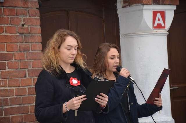 """""""Rekord dla Niepodległej"""" wZespole Szkół im.Emilii Sczanieckiej wPniewach"""
