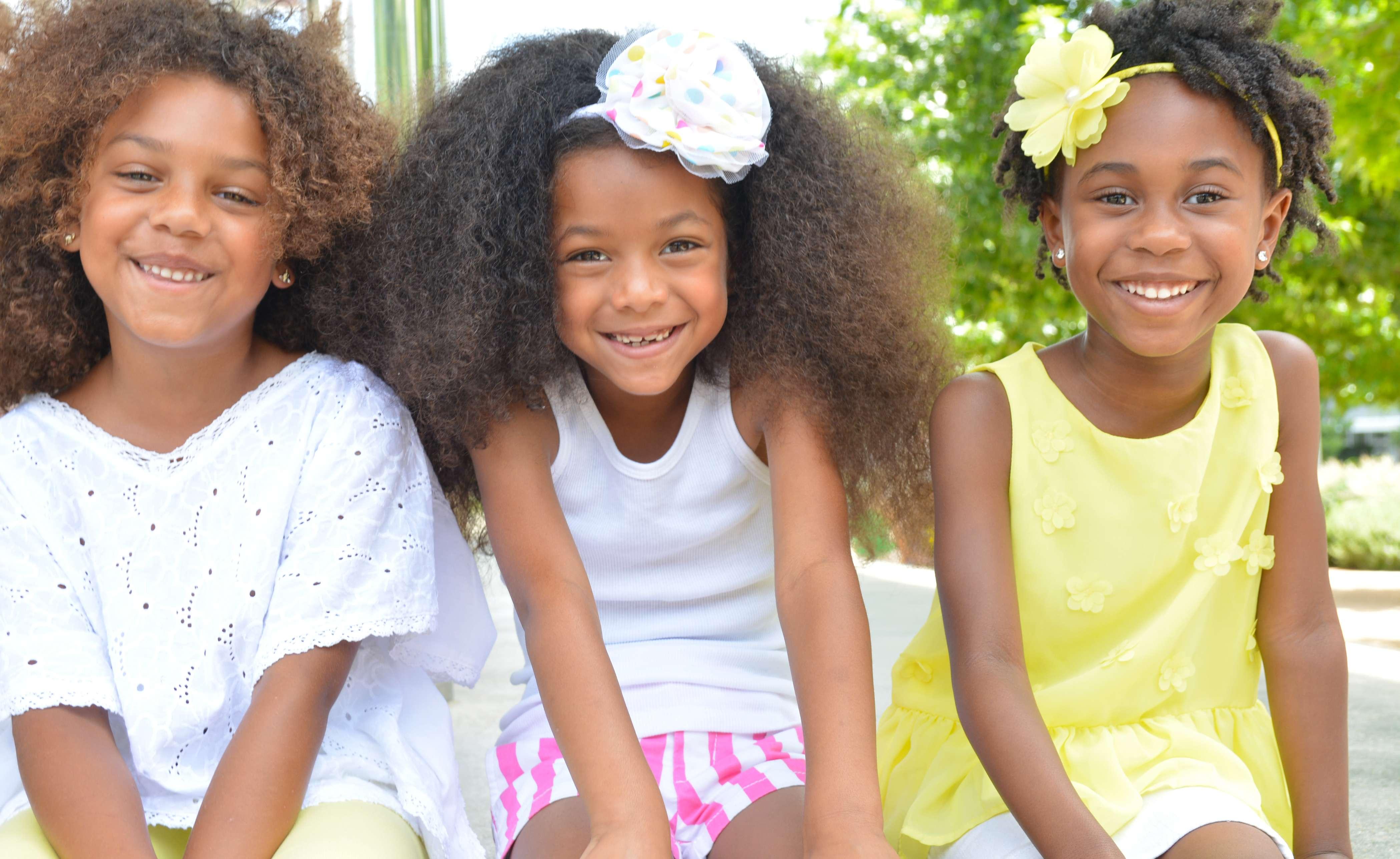 Entretien des cheveux crépus et frisés des enfants: quelques astuces et ressources