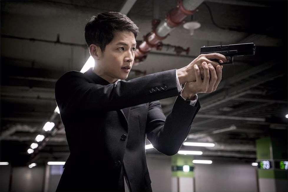 "Descendants of the Sun"" Episode 13 Stills: Song Joong Ki"