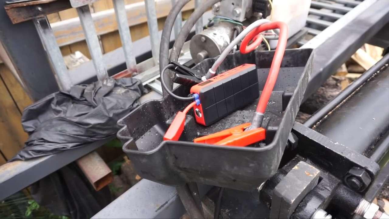 forum automobile propre d marrer sa voiture lectrique avec un jump starter la voiture. Black Bedroom Furniture Sets. Home Design Ideas