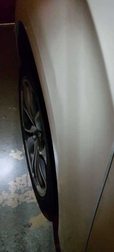 voiture abîmée sur parking