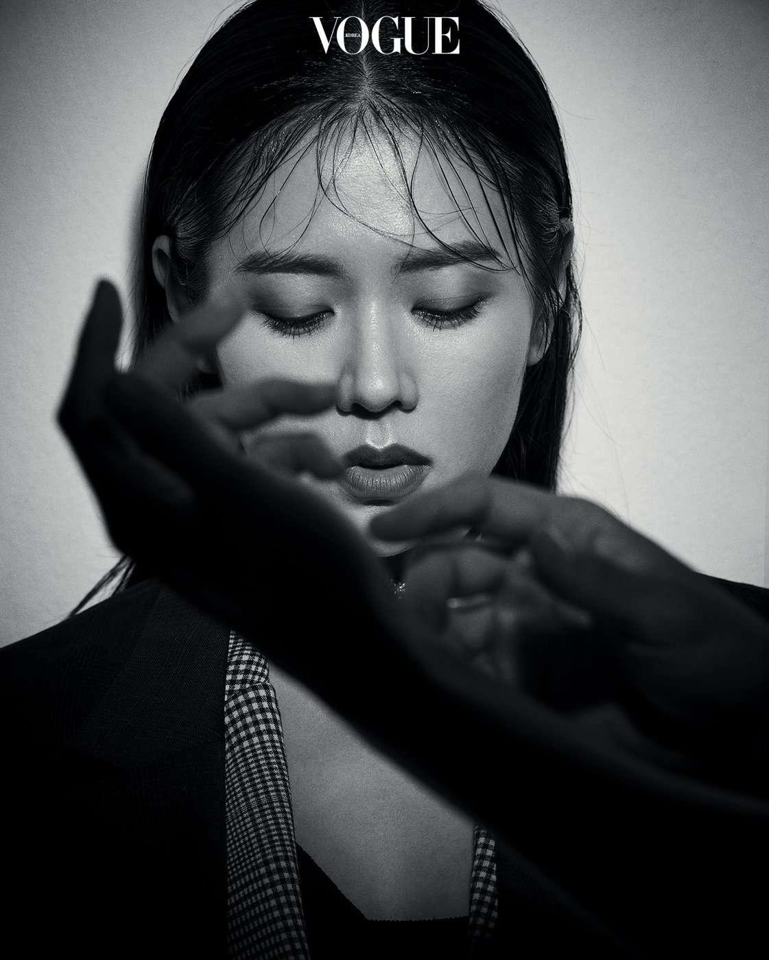 hyun bin son ye jin august vogue couch kimchi