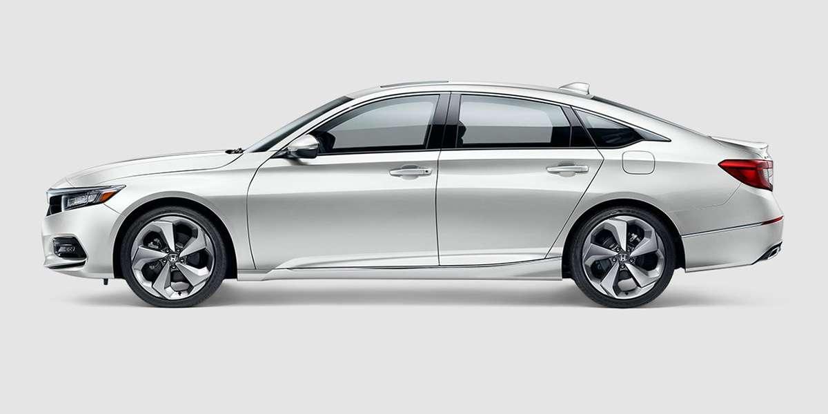 2018 Honda Accord Touring in Platinum White