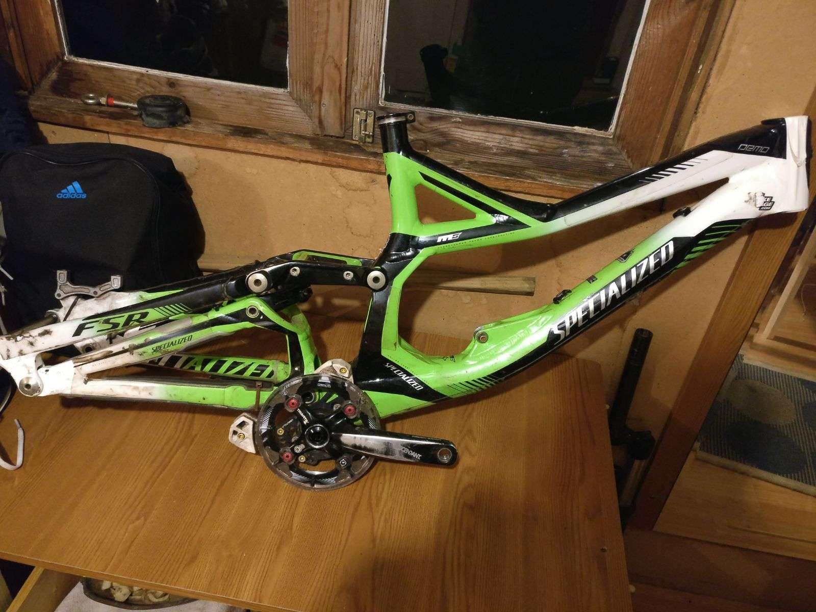 38139975adb Un amigo vende su cuadro Specialized Demo 8 (2012) comprada a principios de  2013. Tiene los papeles, esta en perfecto estado, las tipicas marcasde una  bici ...