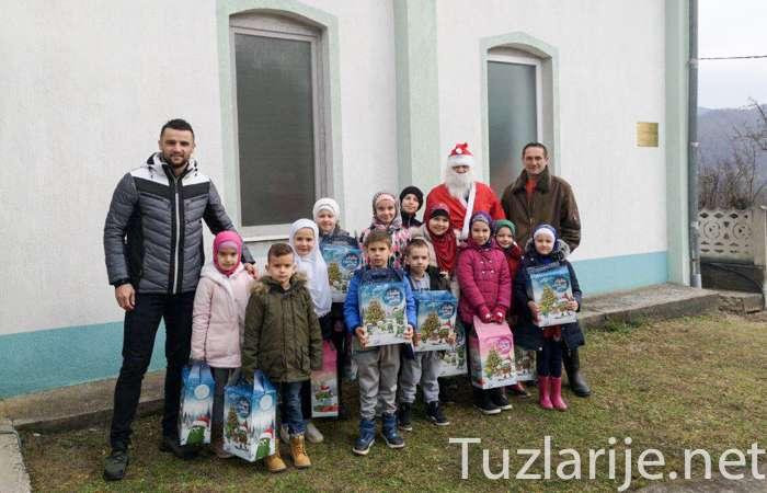 Novogodišnja radost za mališane iz mjesta Glodi kod Zvornika