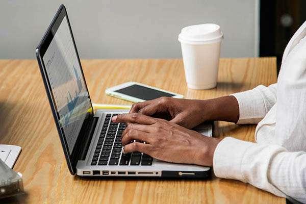 Как заработать в интернете новичку без сайта и вложений