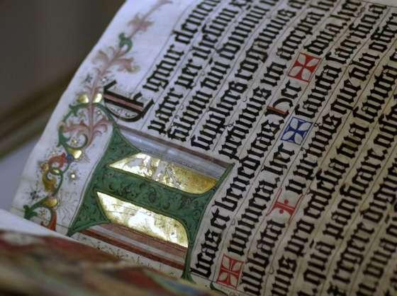 Illuminated manuscript with capitalized T