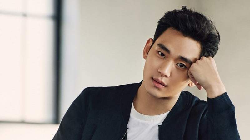 kim soo hyun receives official military assignment and award of