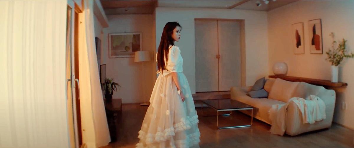 IU Eight Music Video MV Fashion Beauty Looks
