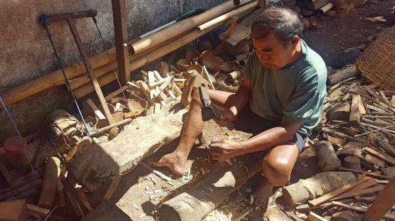 Tinggal di Dua Lembar Seng Karatan, Sumadi Masih Produktif Sebagai Perajin Tempurung