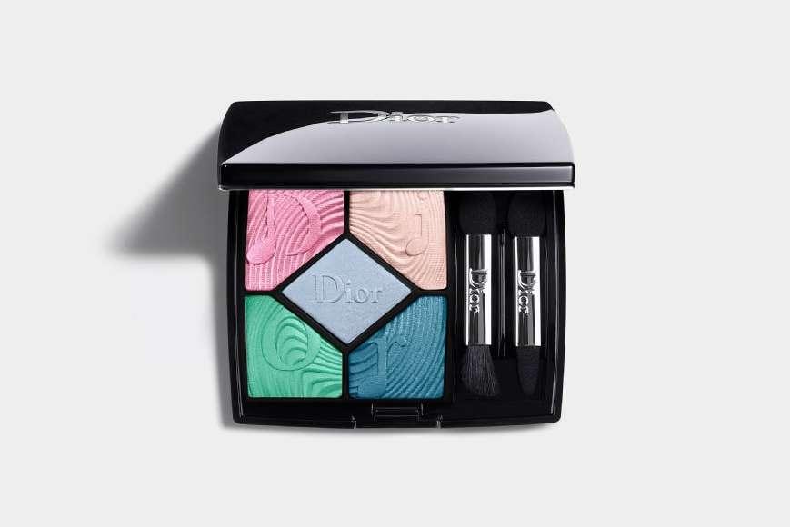 Spring 2020 Makeup Trend Pastel Blue Eyeshadow Gigi Hadid