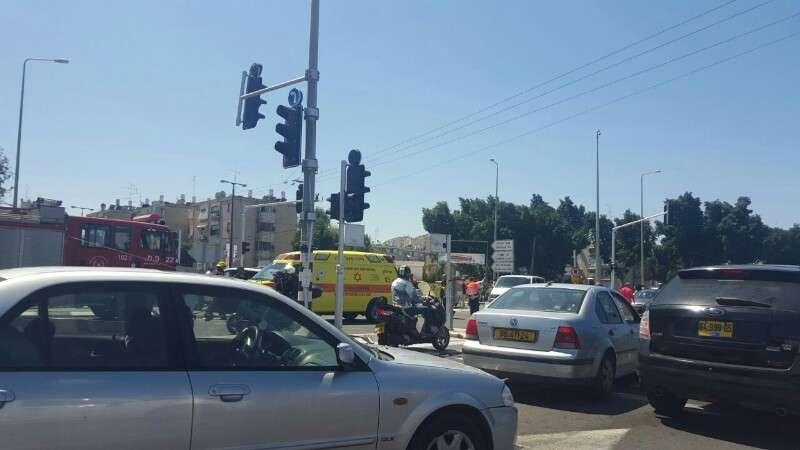 תאונה: צומת סביון תאונה קשה,עדכון; פצועה בינוני ו-4 פצועים קל