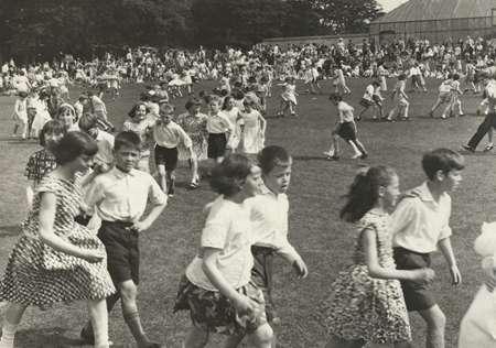 Stewart Park school children