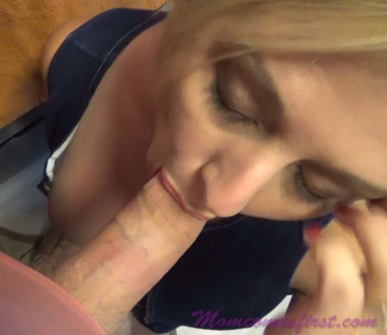 [Mom Comes First / Clips4Sale] Brianna Beach Mother's Helping Hand 1080p |
