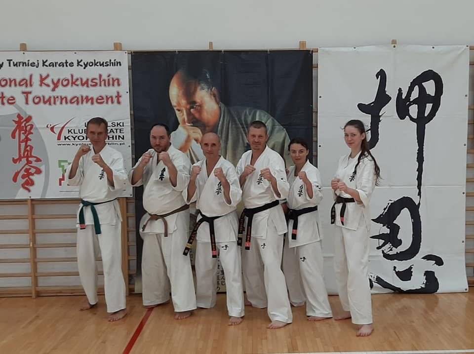 Letni obóz karate zanami.
