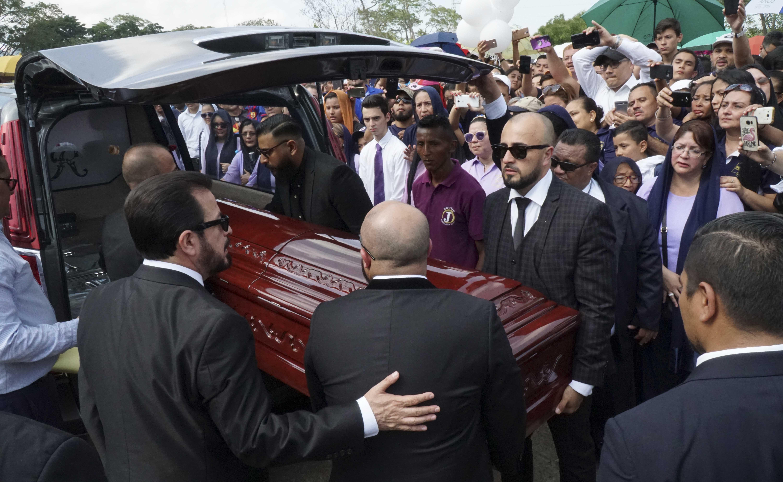 Dramático último adiós del pastor Germán Ponce a su esposa
