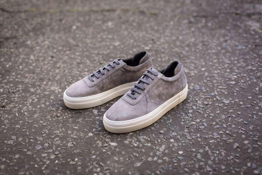 Sneakersy z nubuku na jesień