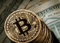 Что влияет на изменение цены биткойна?