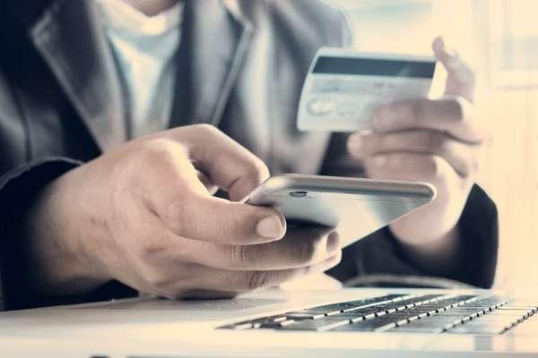 Как заставить кредитную карту работать на себя?