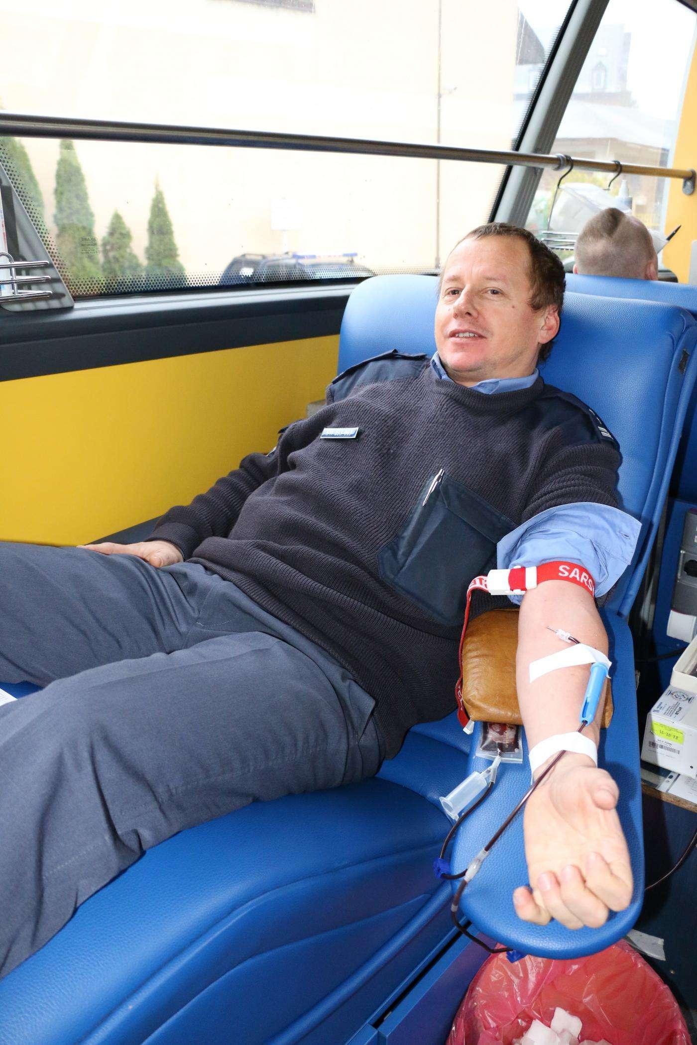 Pomagamy oddając honorowo krew