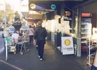 Компании и магазины начинают принимать к оплате биткоины