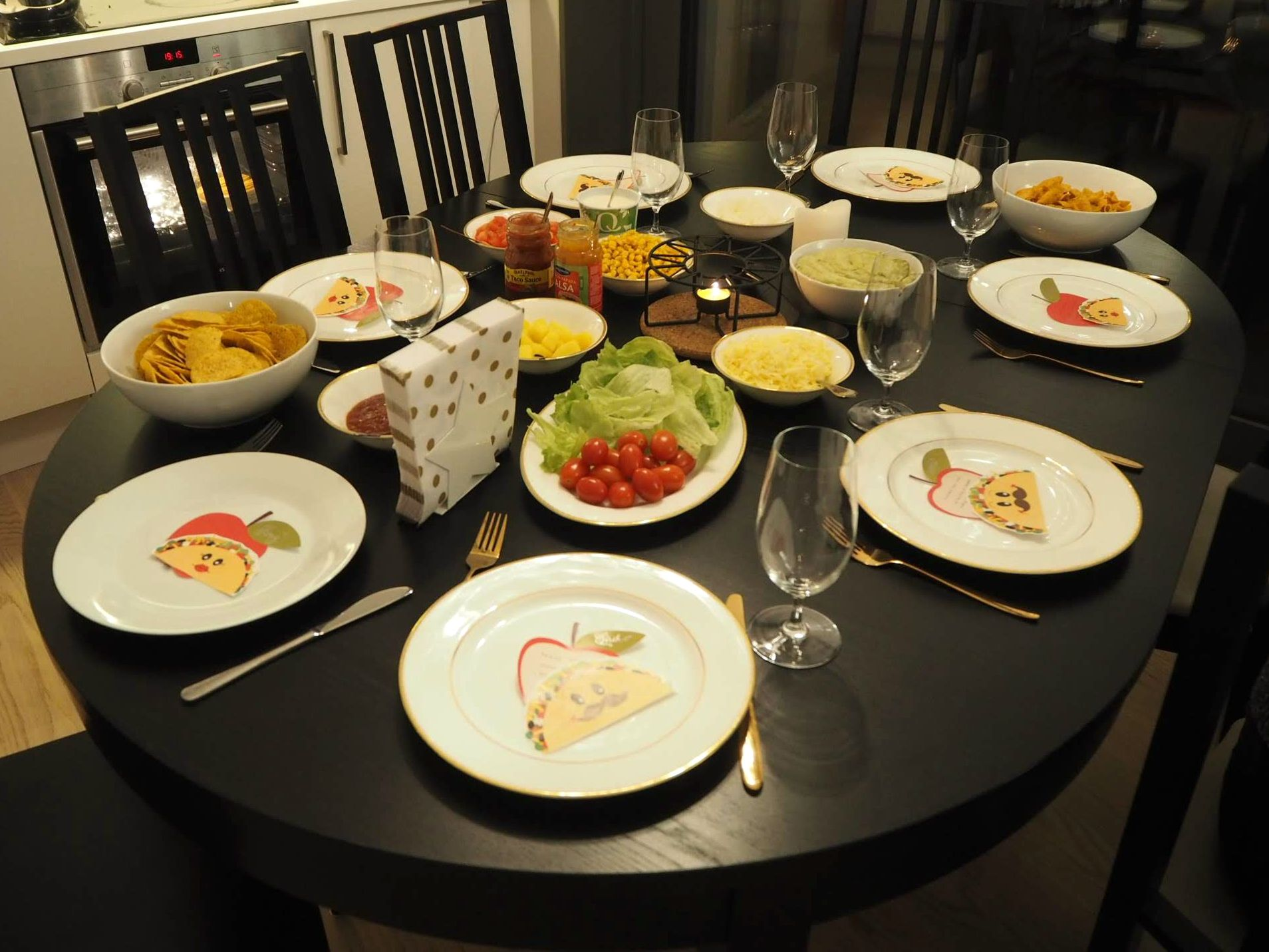 Tacosgiving table setting