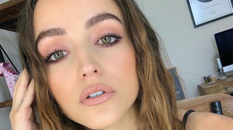 How to Achieve Fuller Lips With Makeup