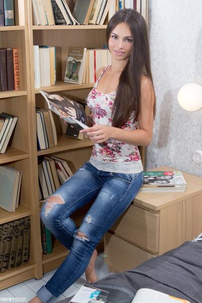 ShowyBeauty - 2016-07-04 - Alina - Sexy Library - By Harmut