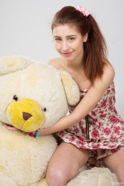AmourAngels - 2016-06-15 - Vivien - Naked Playtime - By Harmut