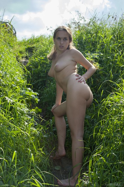 Stunning_Lost-in-the-grass_Kelly-P_high_0007.jpg