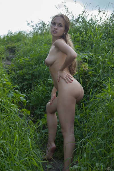 Stunning_Lost-in-the-grass_Kelly-P_high_0013.jpg