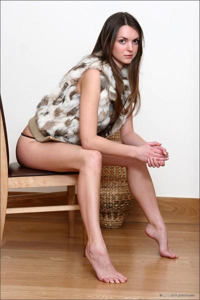 MPLStudios - 2006-04-08 - Brigitte - Pensive - By Diana Kiaini 40 2000px