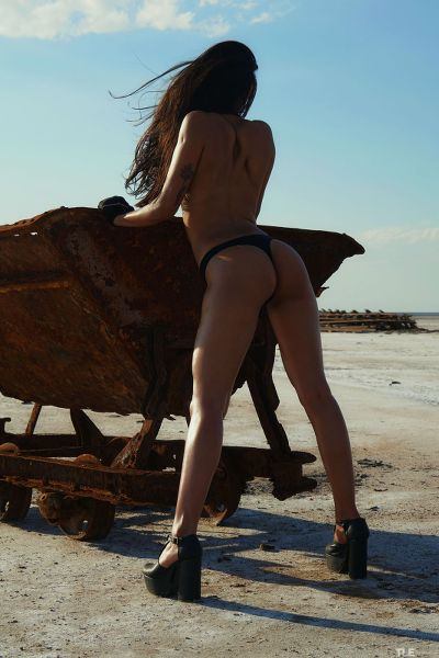 TheLifeErotic - 2018-04-12 - Maarit - Edge Of The Earth 1 - By Oliver Nation