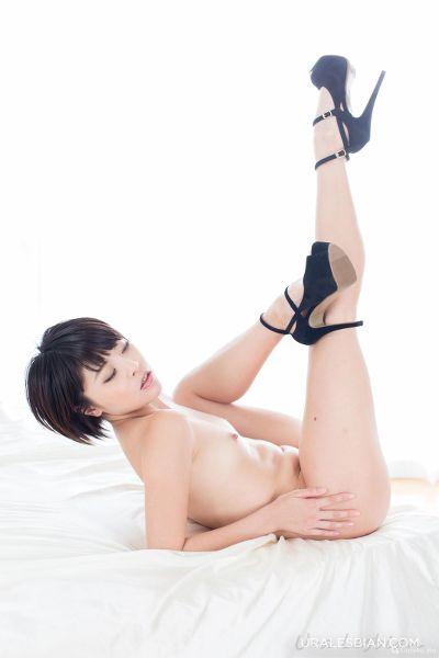 UraLesbian – 2015-11-10 – Shino Aoi & Mai Miori 碧しの & みおり舞 – Erotic Body Licking 体舐め合う (143) 3840×5760