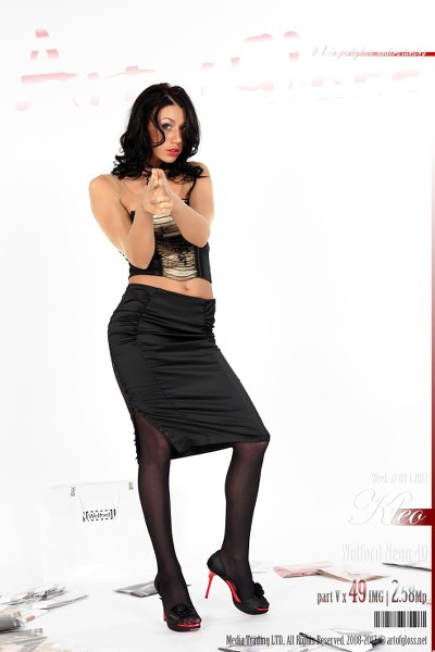 Art of Gloss - 2012 Week 08-1 - Kleo  Wolford Neon 40 Part V 49 1310X1966