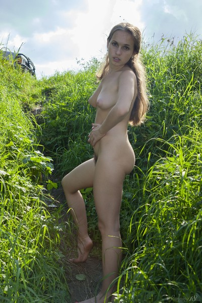 Stunning_Lost-in-the-grass_Kelly-P_high_0011.jpg